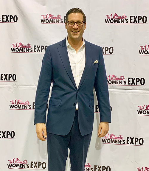 "Dr. Domb lectured on ""SEX Without Hip Pain"" at the Chicago Ultimate Women's Exposition"